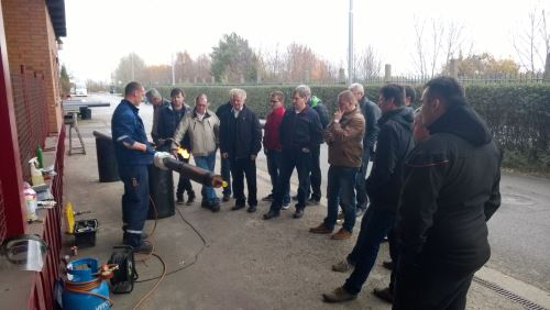 Training for the technical supervisors of pre-insulated piping installation
